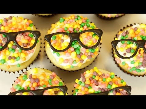 Generate HOW TO MAKE CHAMPAGNE CUPCAKES - NERDY NUMMIES Screenshots