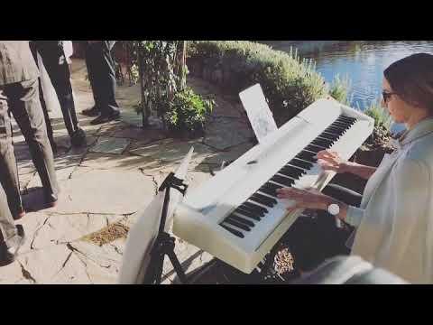 Belinda plays Snow Patrol's Chasing Cars at Lake House Daylesford - Tremolo