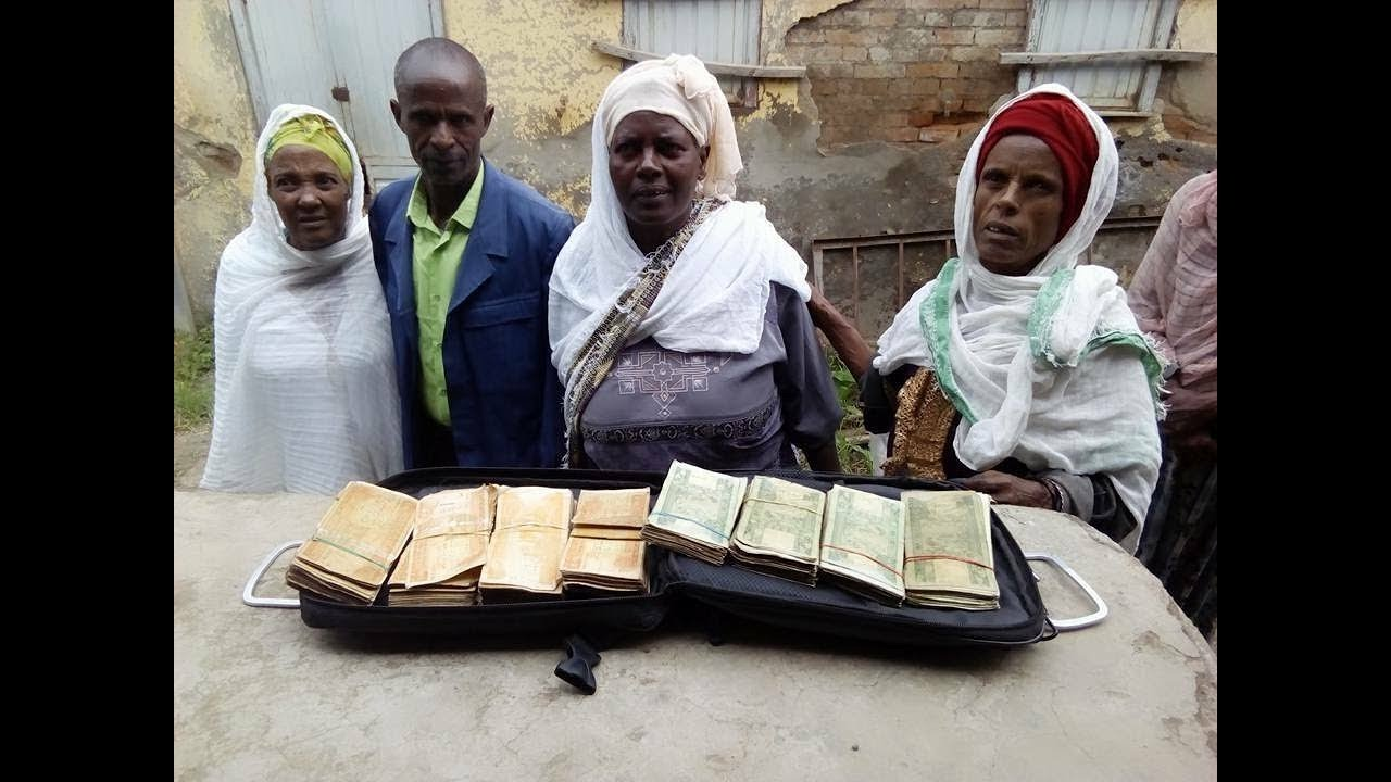 Sanitation workers gives 60 thousand birr to the police