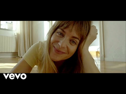 Смотреть клип Macaco, Rozalén - La Distancia