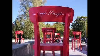 17 стульев у ДНУ: неоднозначный арт к 100-летию универа