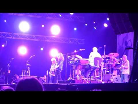Bonnie Raitt Shakin 'Shakin' Shakes  4-6-2016 Holland International Blues Festival Grollooonn