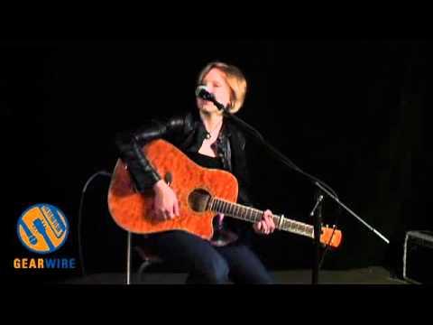 TC Helicon Harmony-G XT Vocal Harmonizer Pedal Demo (Video)