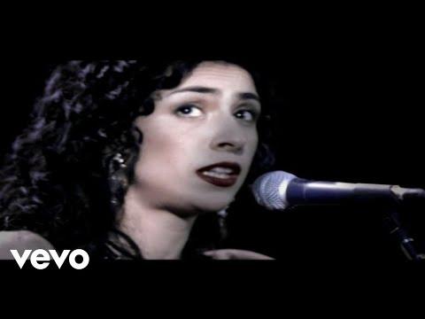 Music video by Marisa Monte performing Água Também É Mar. © 2005 Monte Criação E Produção Ltda
