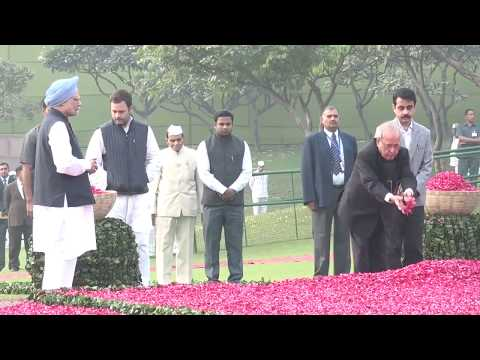 Rahul Gandhi offering floral tributes to the Iron Lady Indira Gandhi's 100th birth anniversary