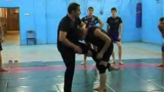 Видео Урок самбо(Приемы самбо. Защита от прохода в ноги. Полный курс тренировок на www.attako.ru (бесплатные видео-уроки и материал..., 2010-12-09T17:25:59.000Z)