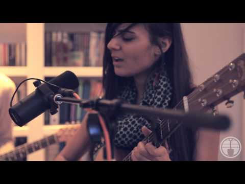 "Nilu - ""What I'm Looking For,"" LIVE At UnEARTH Music Hub"