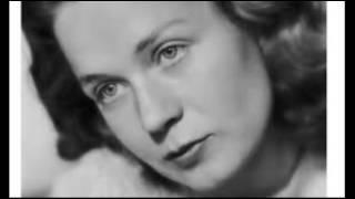DER BOR EN UNG PIGE - Lulu Ziegler reciterer digt af Tove Ditlevsen