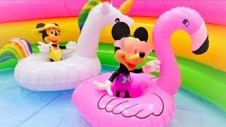 Çocuk videosu. Minnie ve Mikey Mouse havuzdalar!