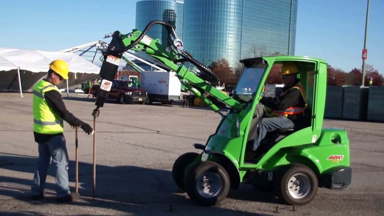 Machines for Tent OX System – Avant® 528 Articulated Loader