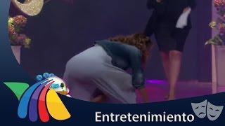 Ingrid Coronado tropieza al terminar su canción   Noticias