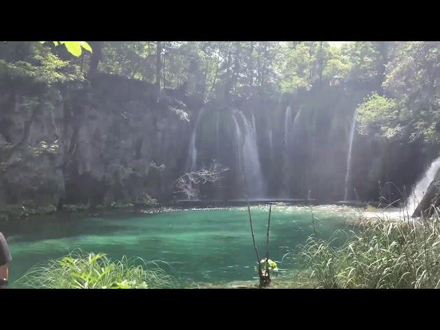 Ταξιδέψτε στον υδάτικο και καταπράσινο κόσμο του Πλίτβιτσε με τον φακό του zougla.gr
