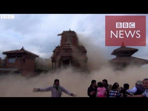 【BBC】 ネパール地震 寺院が崩れる様子を観光客が