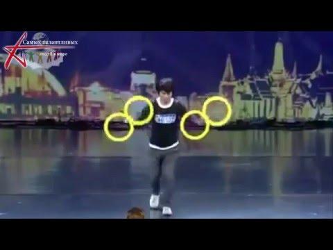 Видео: Самых талантливых людей в мире -  крутить колесо