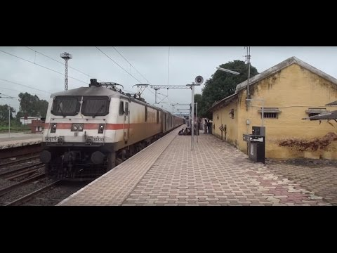 Bangalore Rajdhani Express breezes past Amla Junction like a Shining Bullet