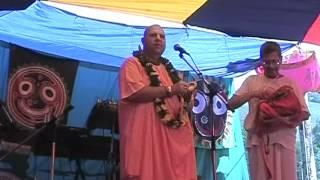 2002 Grushinski Festival - Kirtan By H.H. Jayapataka Swami Maharaja.