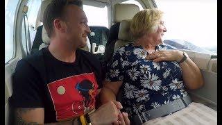 Nadszedł wielki moment! Babcia po raz pierwszy w życiu wzbiła się w powietrze! [Drzewo marzeń]