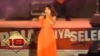 Download Ine Sinthya - 5 Menit Lagi (Live HUT ke 480 Jakarta 2007)