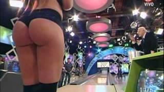 Repeat youtube video Fiorella Castillo en La noche del domingo (04/09/2011)