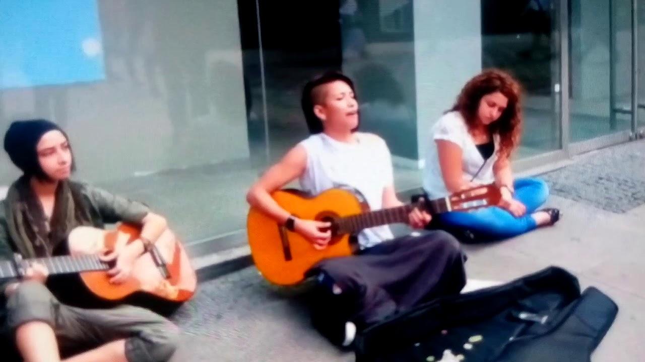Buray Kılık Değiştirip Metroda Şarkı Söylerse!