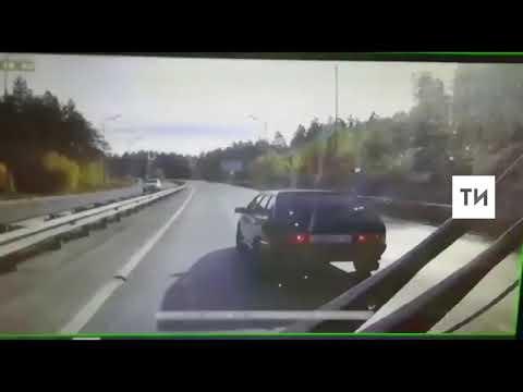 Появилось видео, объясняющее причину драки водителей атвобуса и легковушки в Казани