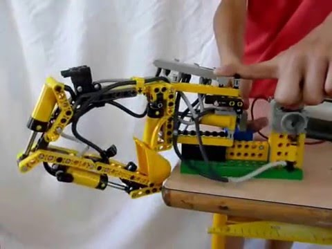 pelle hydraulique en pi ces lego pneumatic youtube. Black Bedroom Furniture Sets. Home Design Ideas