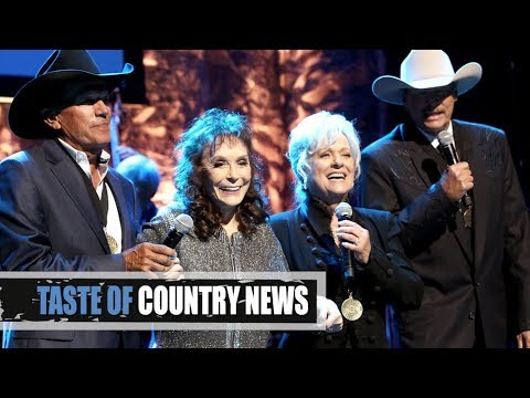 Loretta Lynn, George Strait + WOW This Hall of Fame Performance Is Unbelievable