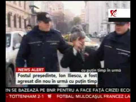 Ion Iliescu, lovit cu oua si huiduit (video necenzurat)