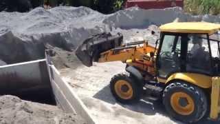 JCB 4CX loading isuzu dump truck (trip 1)