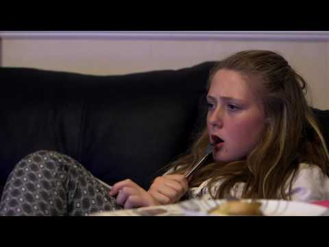 More quality time together - S1 E4 clip | Rich House, Poor House | Channel 5