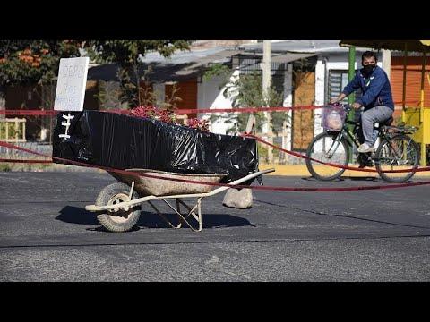 شاهد: جثة شخص توفي بكورونا تبقى أسبوعا كاملا وسط أحد شوارع بوليفيا…  - نشر قبل 7 ساعة