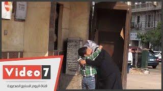 شاهد لحظة لقاء طفل بجدته بعد غيابه بمنطقة الإسعاف