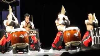 Шоу японских барабанщиков ASKA в Петербурге ч.1(03.05.14 Японские барабанщики в Петербурге. Шоу японских барабанщиков ASKA появилось в 1990 году. Его основатель..., 2014-05-04T11:47:47.000Z)
