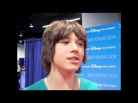 LEO HOWARD's Advice for Getting a Date!
