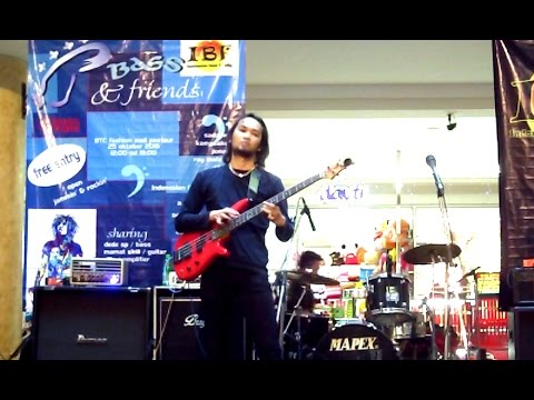 Dede SP Bass Solo at Bandung Trade Centre
