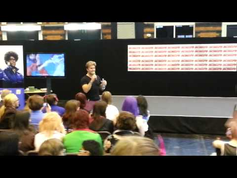 Vic Mignogna Sings Dragon Soul Live at Comic-Con (Dragonball Z Kai Opening)