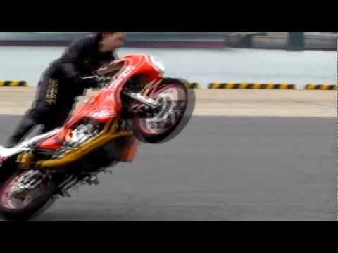 JAPANESE FINEST  -  MOTORCYCLE STUNTS、DRIFT (二輪ドリフト、ウイリー)