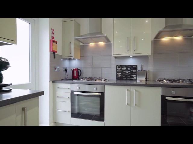 2 x double bedrooms in a high spec house ! Main Photo