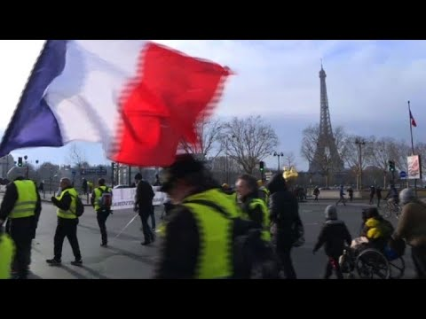 'Yellow Vest' protesters in Paris march to Invalides