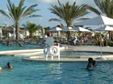 Mega yacht Pool Bimini Bay Resort