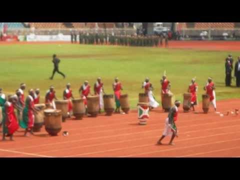Burundi Drummers Part 1 (unbelievable jumps!)