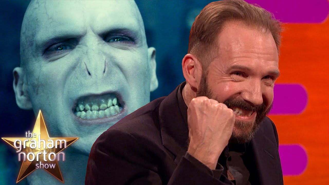 Ralph Fiennes Discusse...