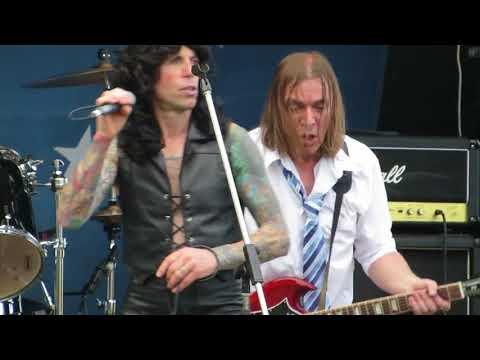 dirty-eyes-the-bon-scott-tribute-band