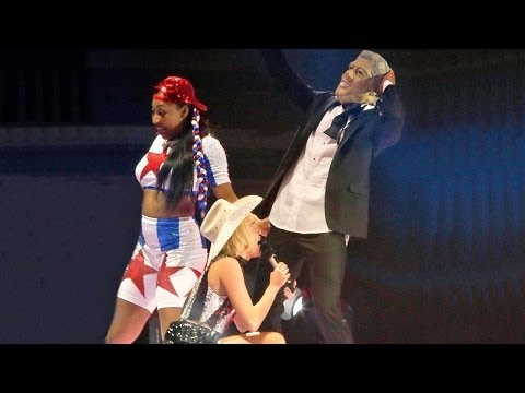 Miley Cyrus Bangerz Tour Mocks Bill Clinton Monica Lewinsky Scandal