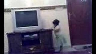 بنت حلوه مدمنة تلفون مقطع مضحك الوووووو