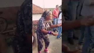 Танцуй пока молодая девочка рая😂😂😂😂