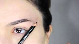 видео Как правильно накрасить брови карандашом. Секреты и пошаговые фото
