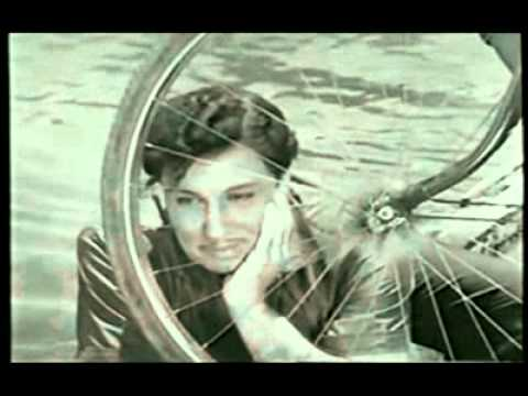 Ulagam piranthathu - MGR song