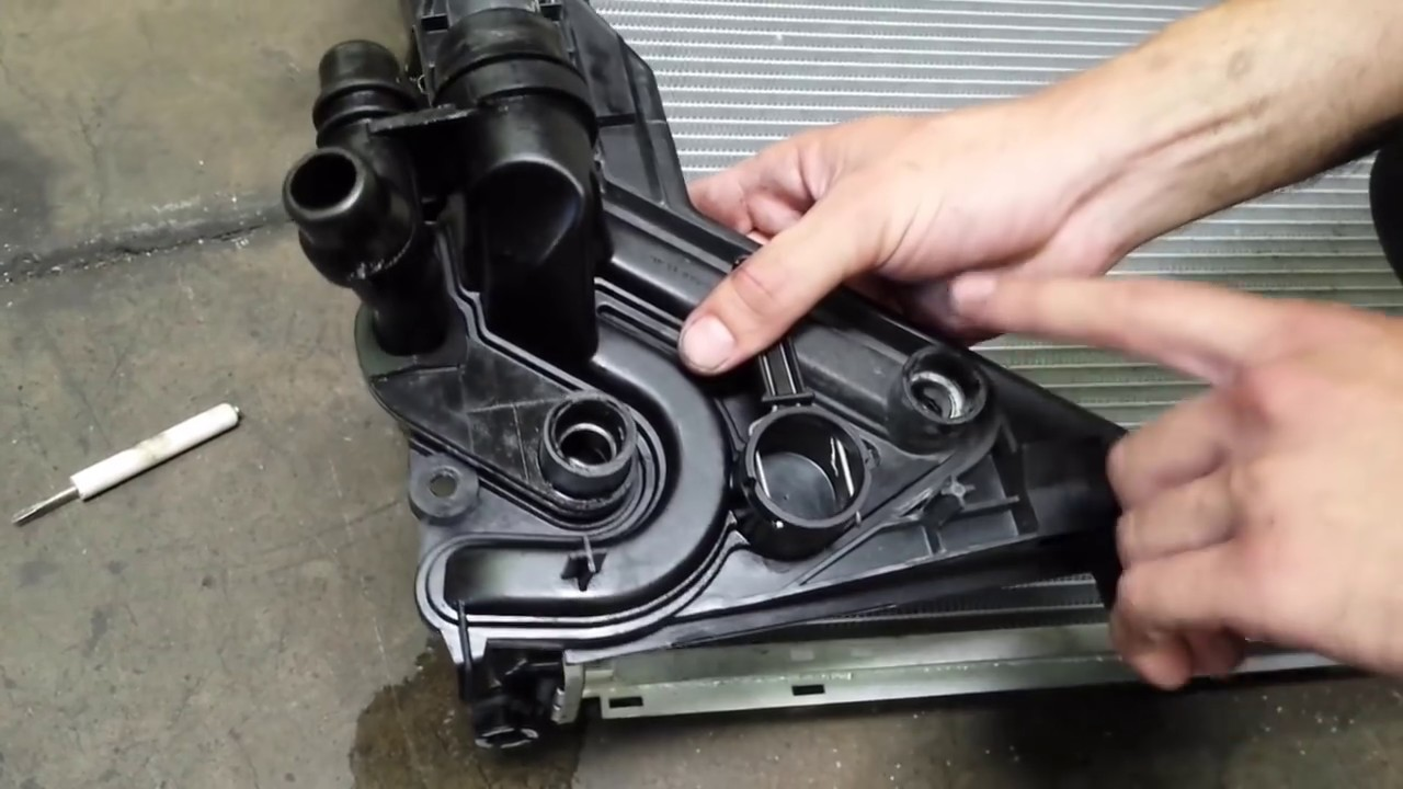 installing radiator from automatic to manual bmw  [ 1280 x 720 Pixel ]