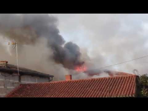Un incendio deja sin casa a dos familias en la zona de A Lonia